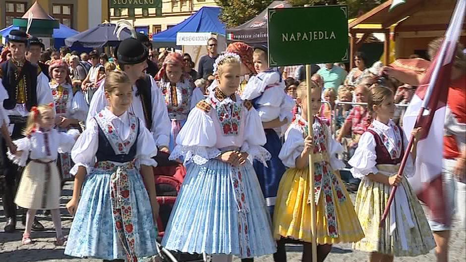 Každý slovácký mikroregion představili jeho obyvatelé v krojích
