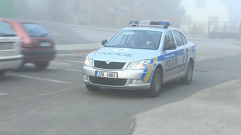 Policejní auta by v některých oblastech mohlo být vidět méně