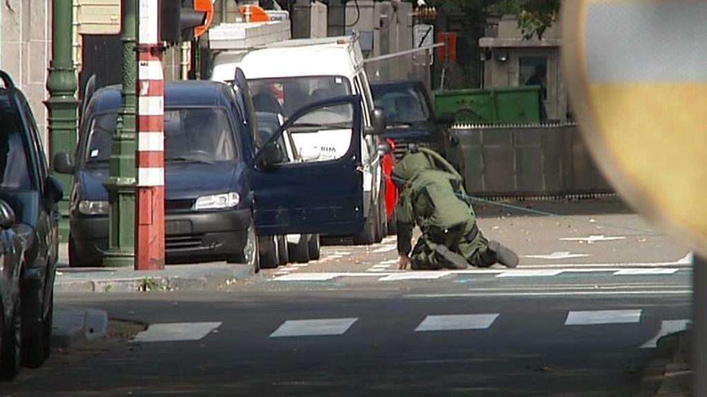 Pyrotechnici prohledali podezřelé vozidlo