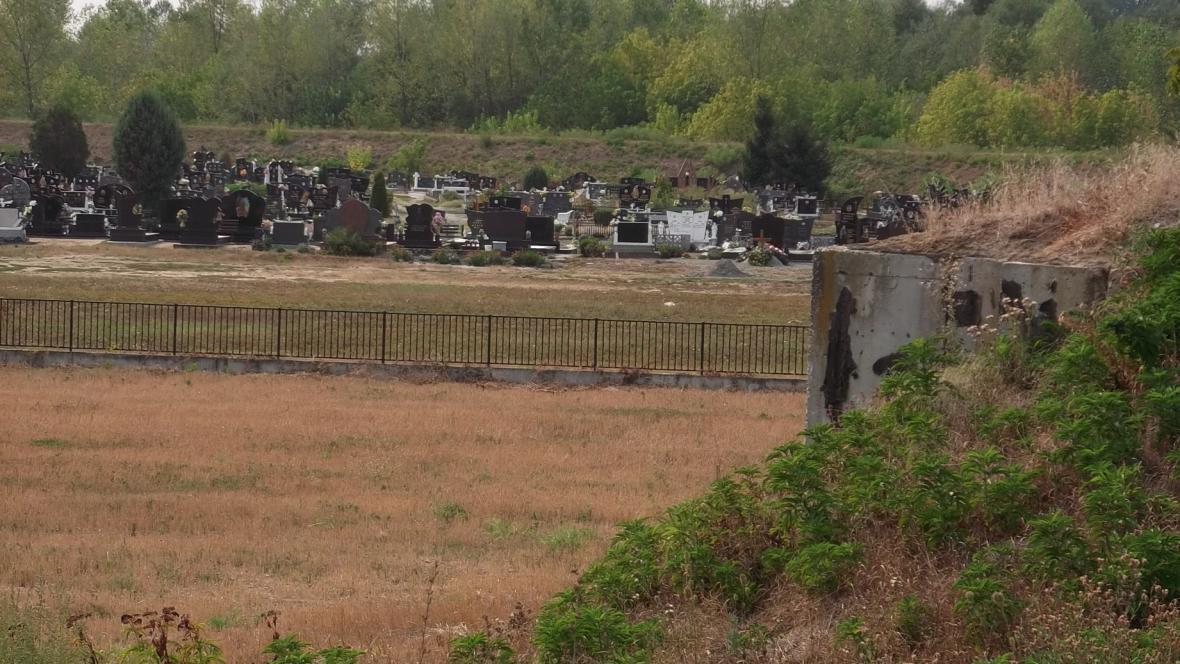Válečný konflikt připomíná několik hřbitovů