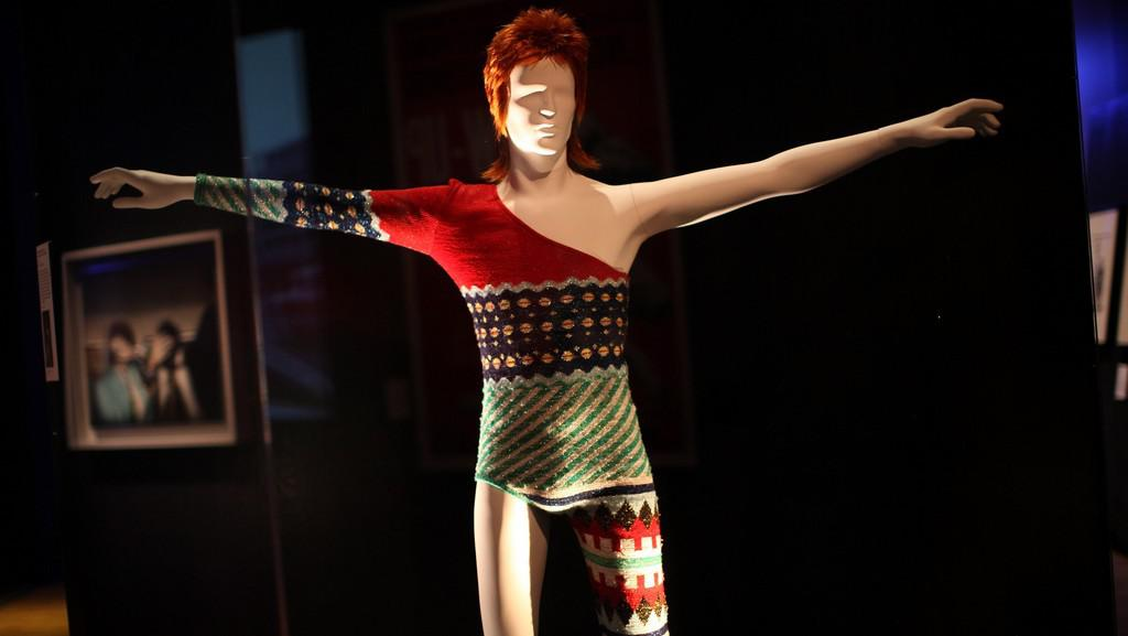 Šaty Davida Bowieho