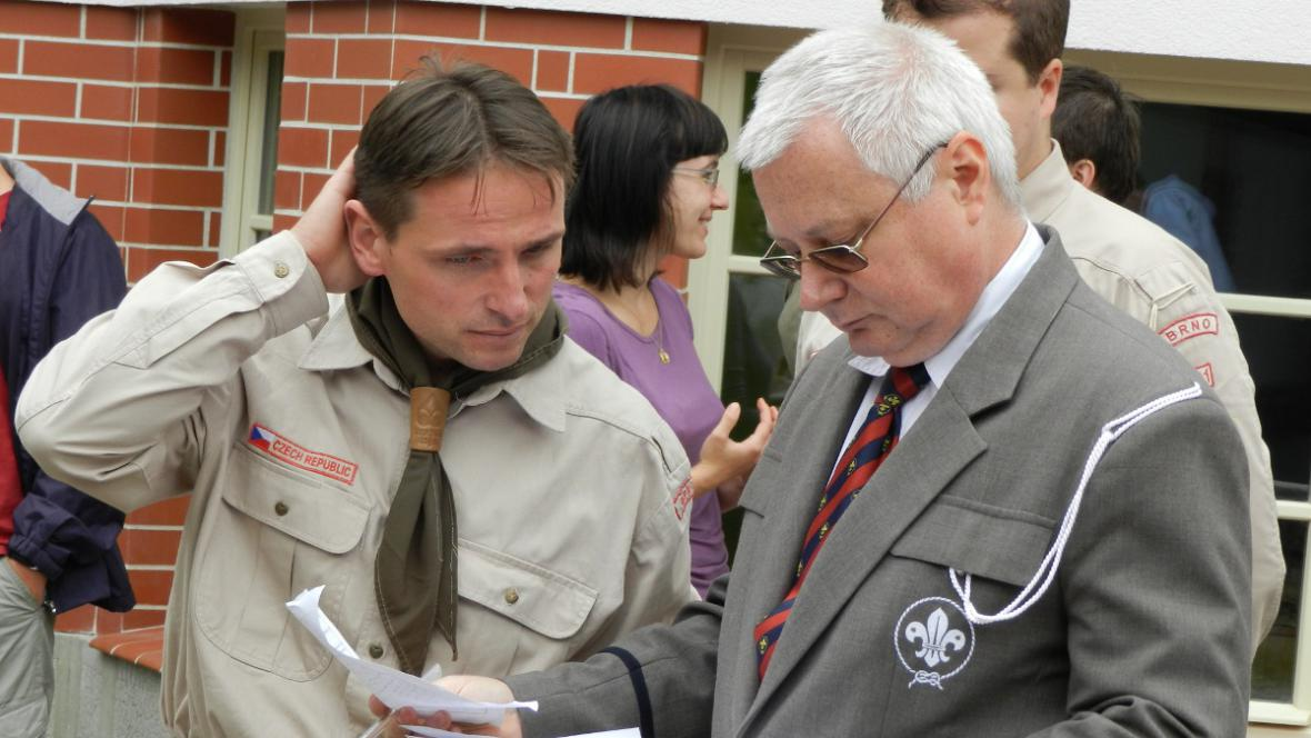 Vedoucí projektu Michal Medek (vlevo) se šéfem brněnských skautů