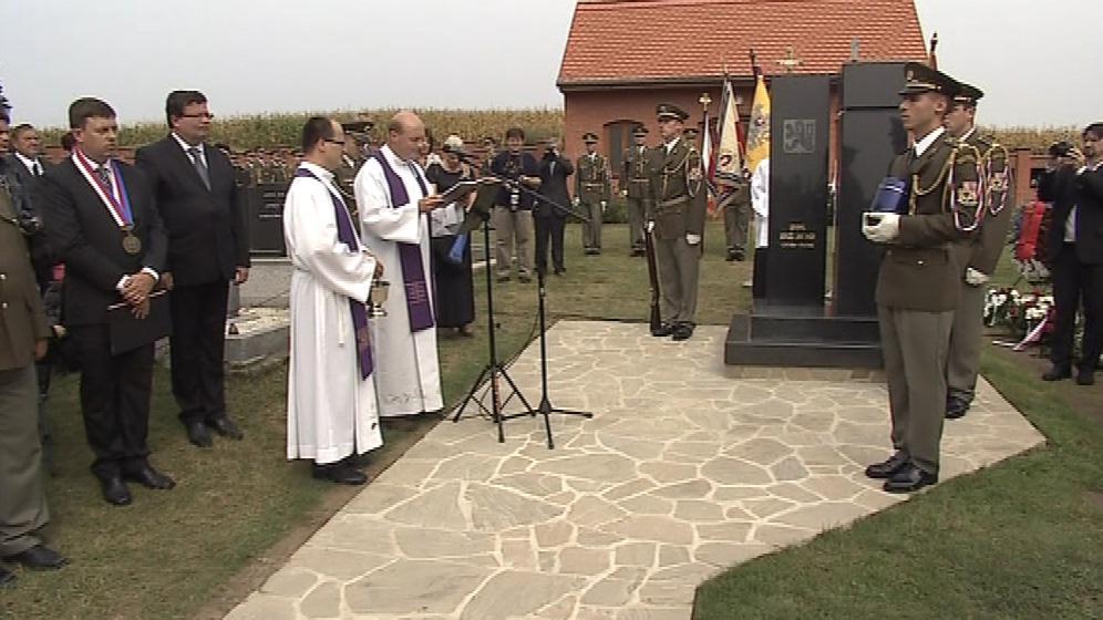 Poctu generálu Ingrovi vzdal i ministr obrany