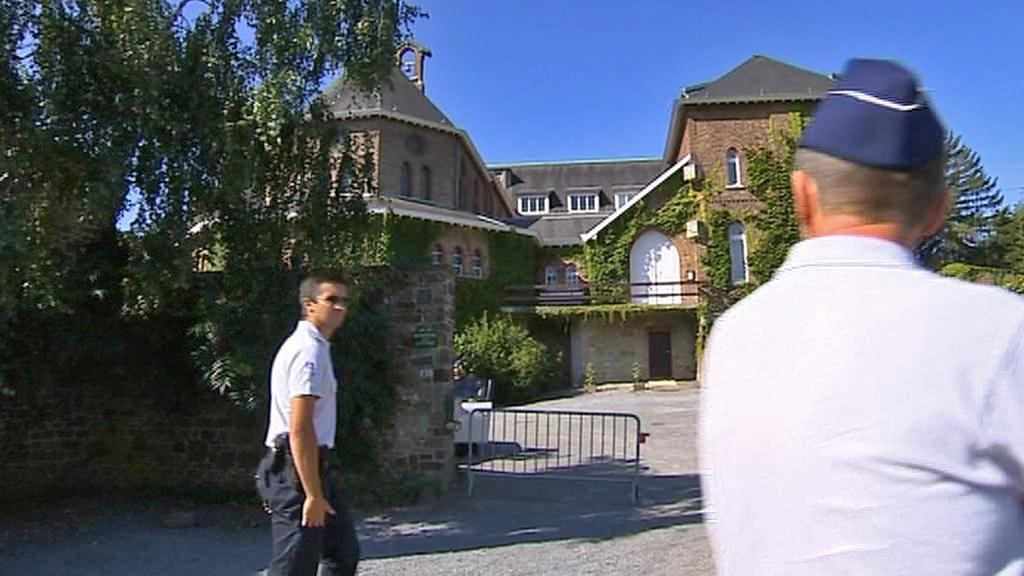 Policie hlídá klášter v Malonne