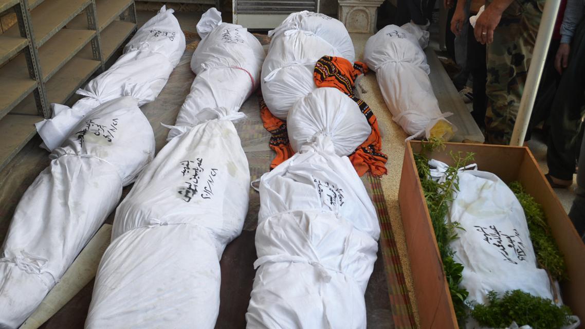 Těla obětí náletu syrských vládních vojsk