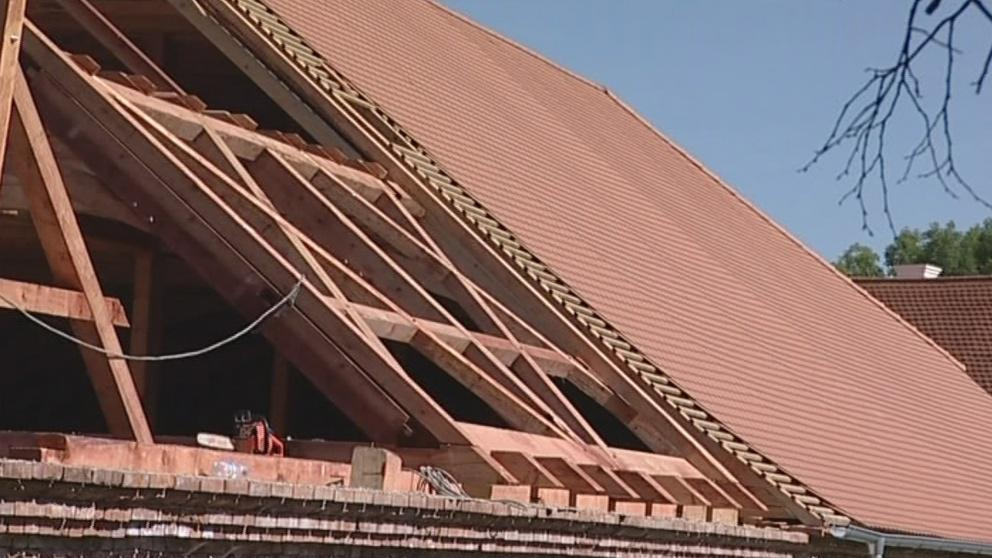 Ovčín dostává novou střechu