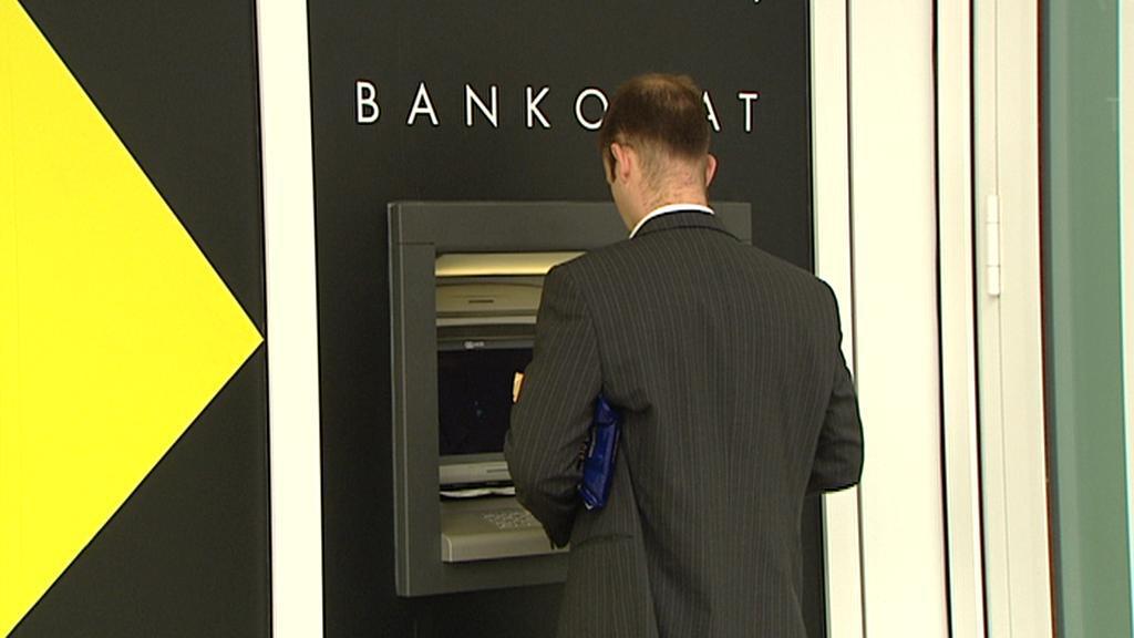 Výběr z bankomatu Raiffeisenbank