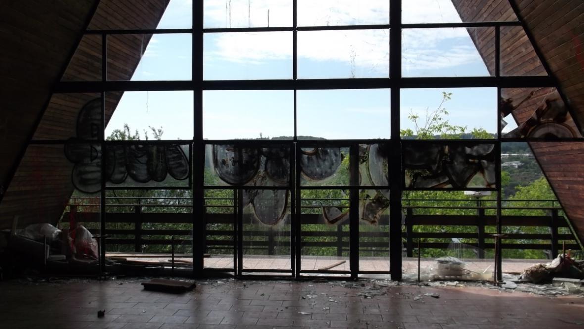 Bývalý hotel Přehrada je opuštěný