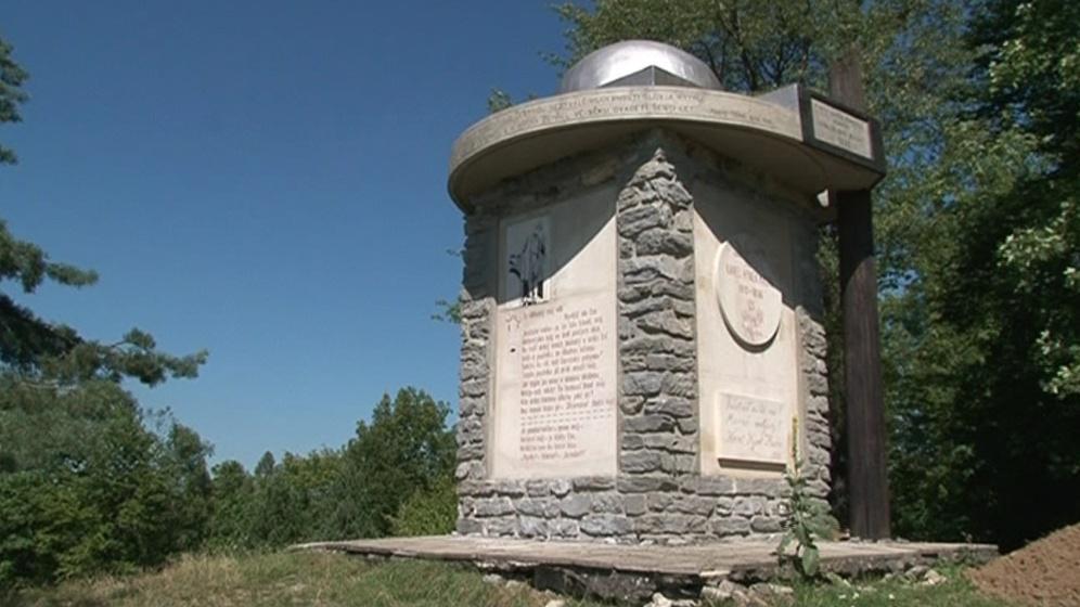 Opravený památník K. H. Máchy