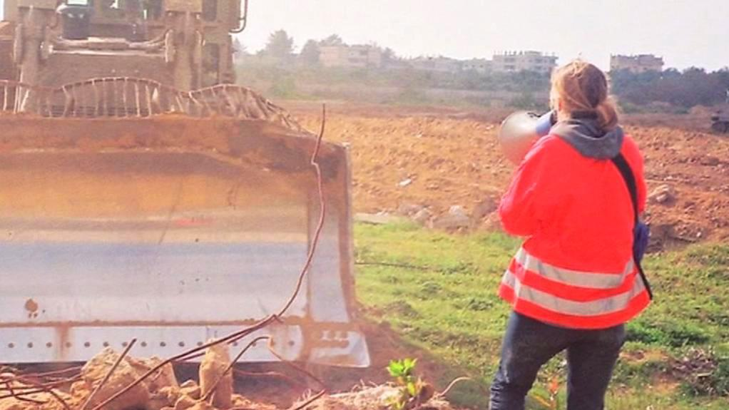 Corrieová blokuje izraelský buldozer