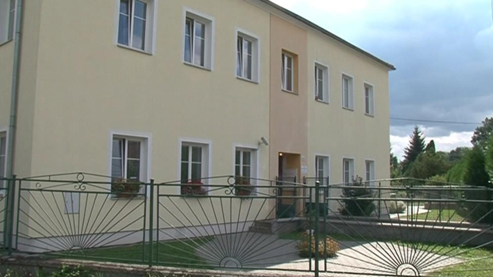 Kdysi škola, potom byty, nyní azylový dům