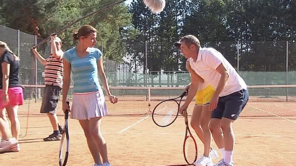 První natáčecí den se odehrál na tenisových kurtech