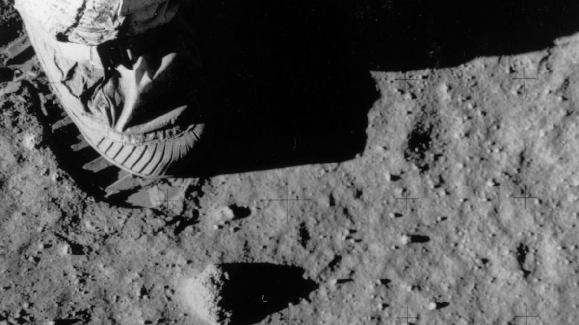 První kroky na Měsíci (1969)