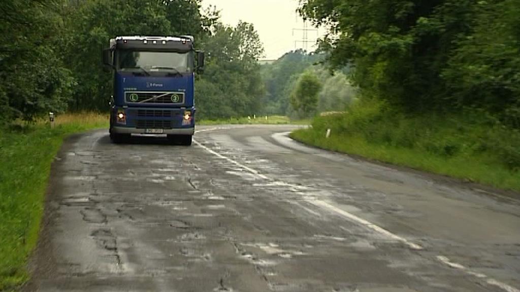 Poškozená silnice u Štramberka
