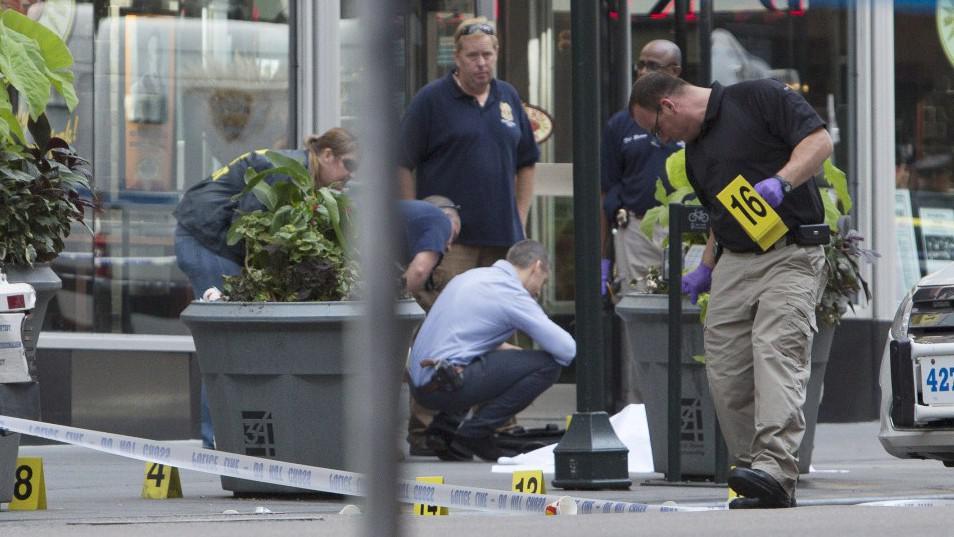 Kriminalisté zajišťují stopy a tělo oběti