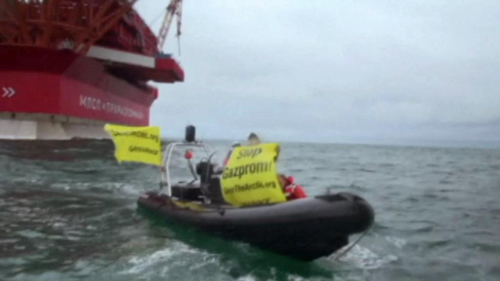 Aktivisté Greenpeace obsazují plošinu Gazpromu