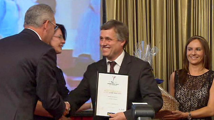 Vajčner přebírá cenu Vinař roku 2012
