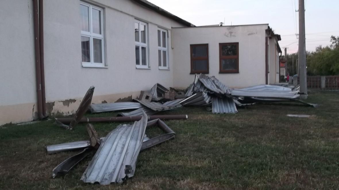 Kulturní dům zůstal bez střechy