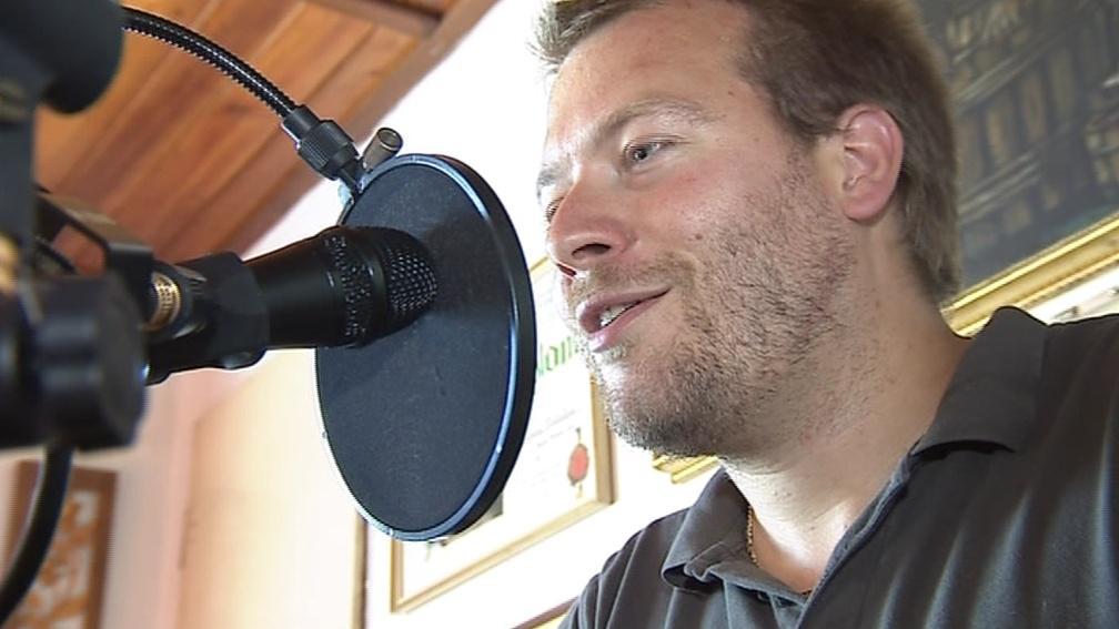 Za mikrofonem se střídají místní nadšenci