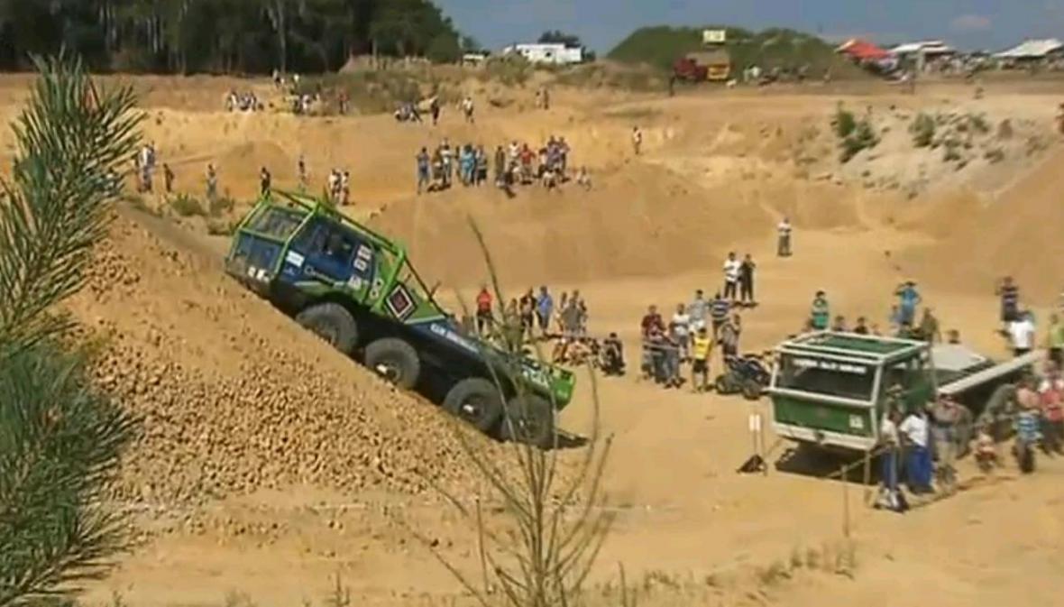 Těžkotonážní speciály se představily v pískovně u Kunštátu