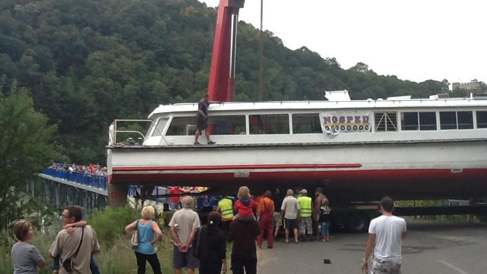 Stěhování lodi na Vranovskou přehradu