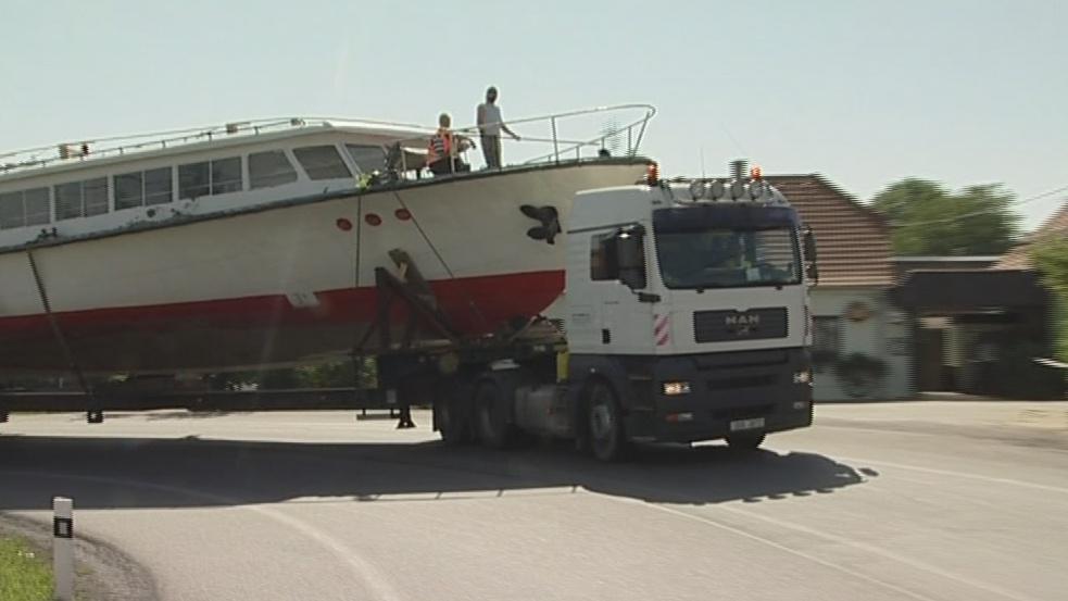 Doprava lodi po souši