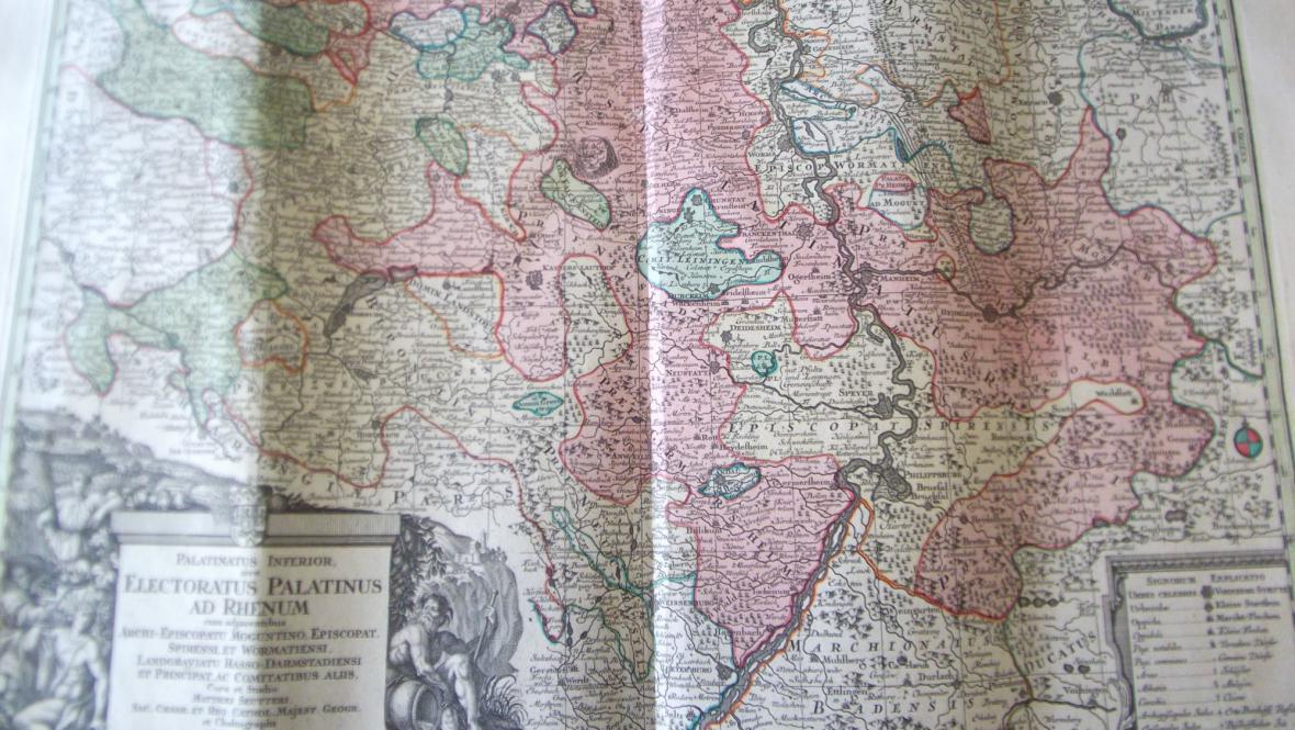 Zloděj se pokusil odnést i zrestaurované listy z historického atlasu