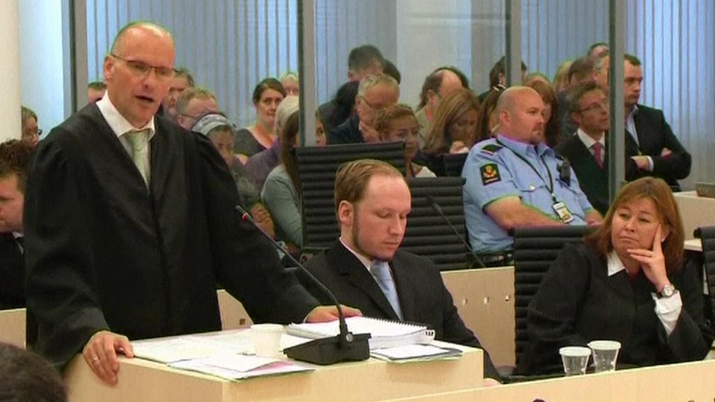 Obhájce Geir Lippestad a obžalovaný Anders Breivik