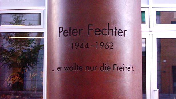 Pamětní deska Petera Fechtera