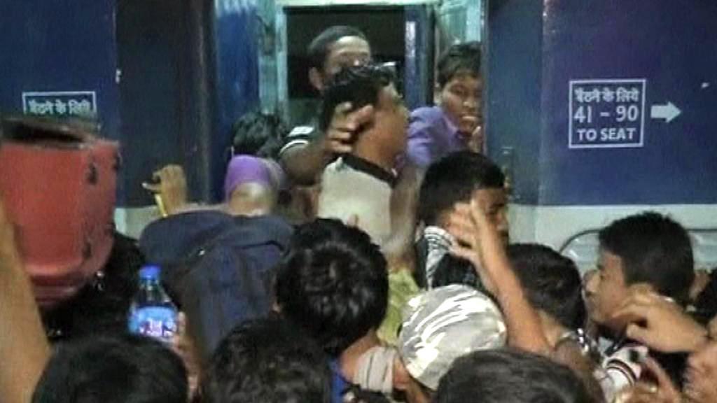 Lidé ve strachu z etnických střetů prchají z Bengalúru