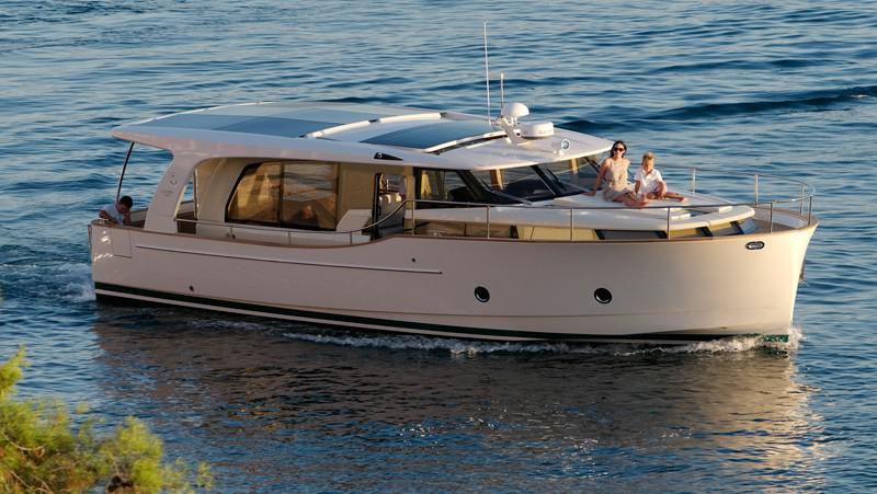 Hybridní loď