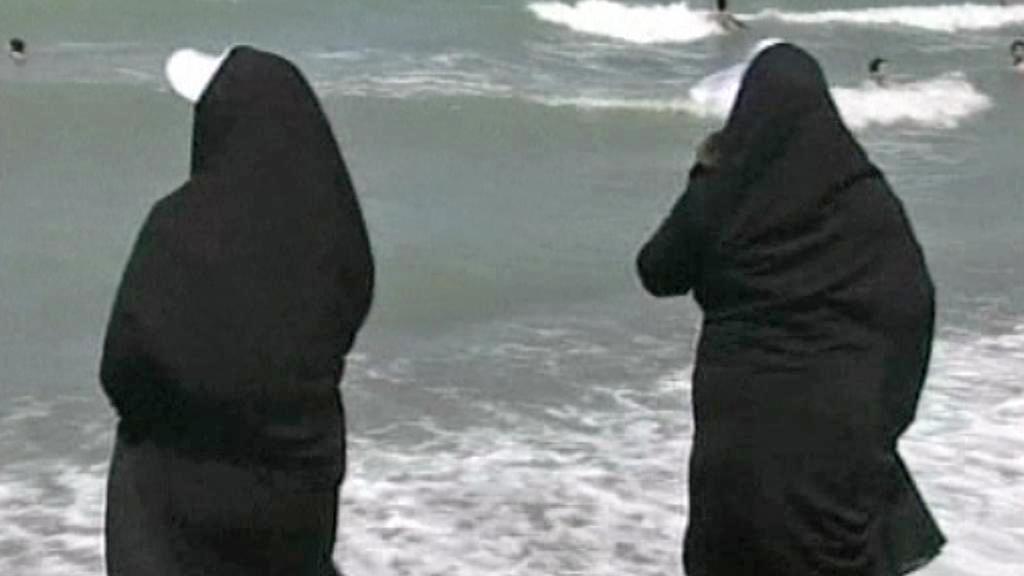 Zahalené muslimky na pláži