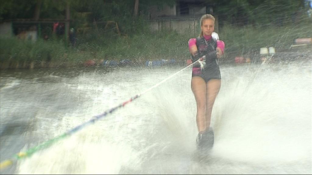Anna Češpivová si na oleksovickém rybníku už několikrát zlepšila osobní maximum ve slalomu