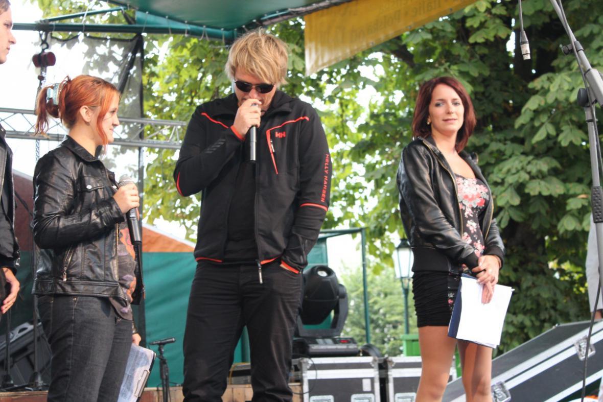 Moderátoři Radia Kulíšek na akci ve Vrchlabí