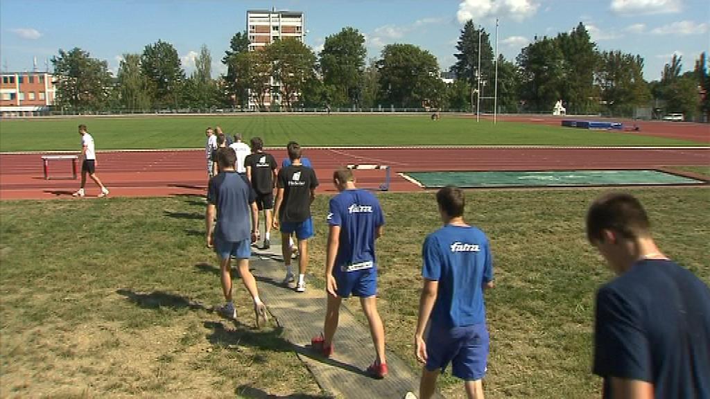 Zlínští volejbalisté se na sezonu připravují na atletickém ovále a v posilovně