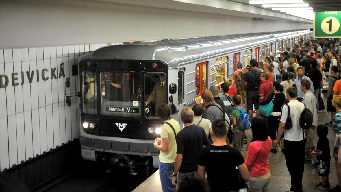 Výroční jízda historické soupravy metra