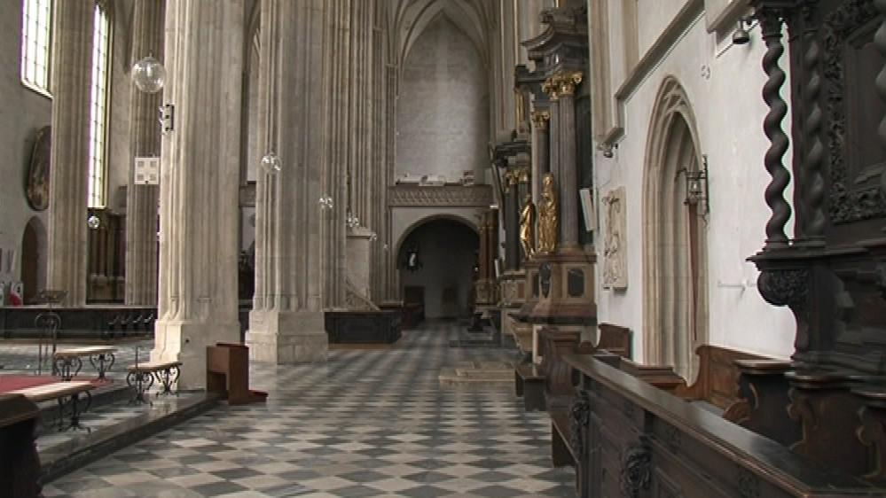 Na první pohled špatný stav kostela není patrný