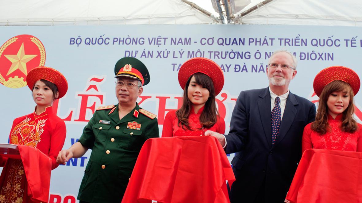 Nguyen Chi Vinh a David Shear