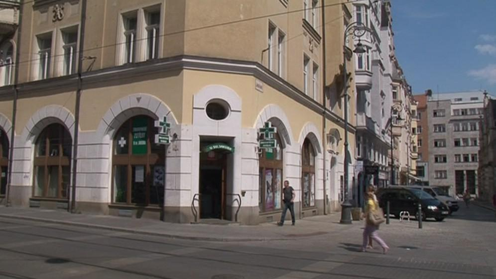 Lékárnice tehdy pracovaly v této lékárně na Jakubském náměstí