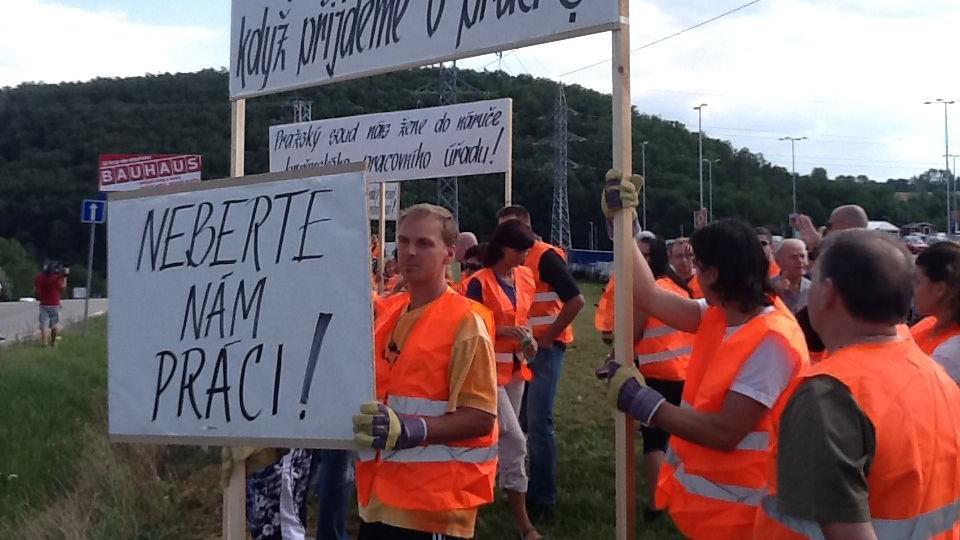 Demonstrace propuštěných zaměstnanců Bauhausu