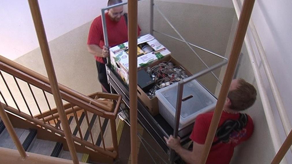 Stěhováci odvezli lavice i učební pomůcky
