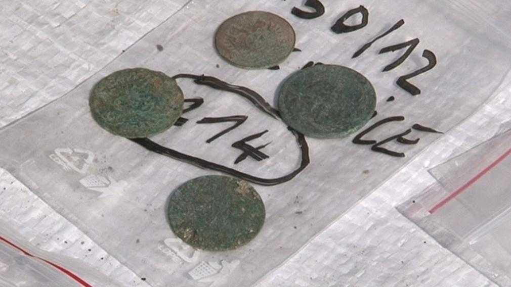 Archeologové našli i staré mince