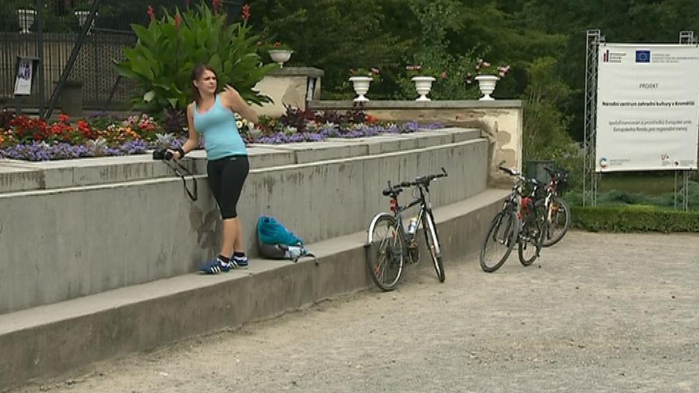 Lidé se bojí nechat drahá kola venku před areálem