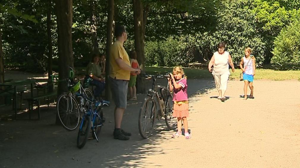 Cyklistům je Podzámecká zahrada zapovězena