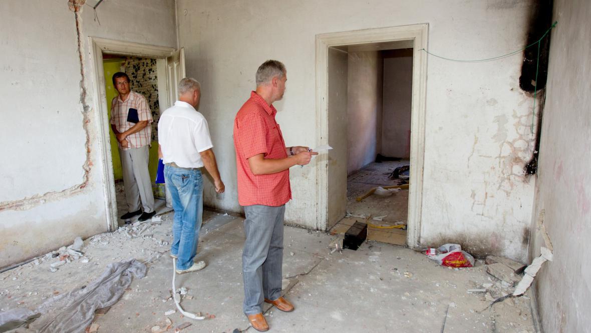 Úředníci kontrolují stav domů v Přednádraží