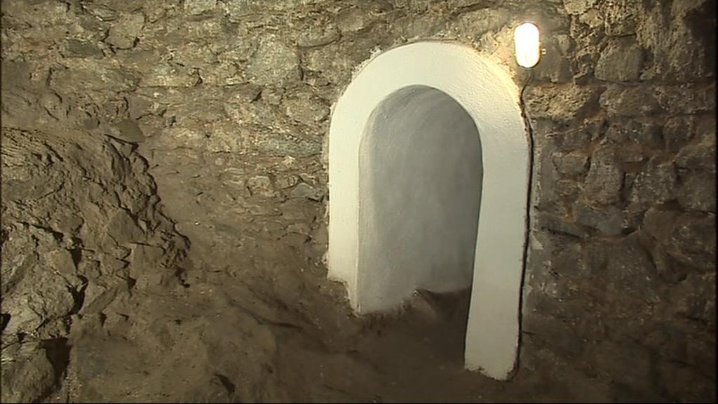 Uvnitř kostnice pod Svatováclavskou kaplí