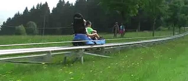 Děti si vyzkoušely jízdu na bobech