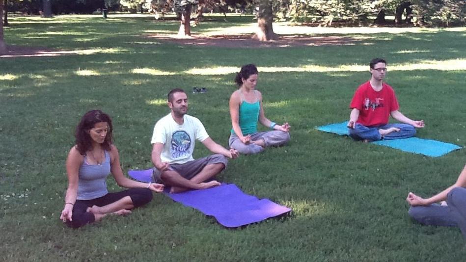 Sestry budou na cestě do Soluně cvičit jógu