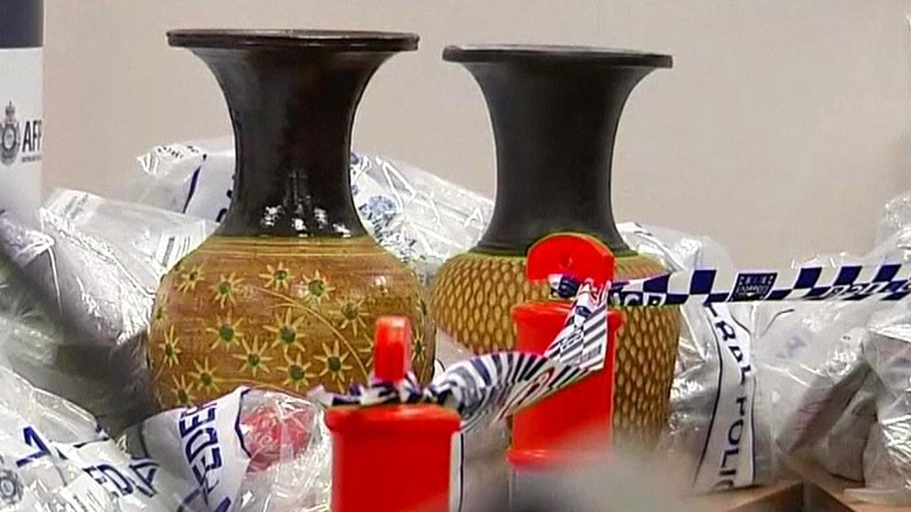 Drogy objevené ve vázách z Asie