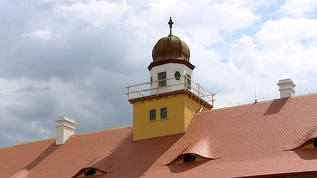 Nová střecha zámku ve Štědré